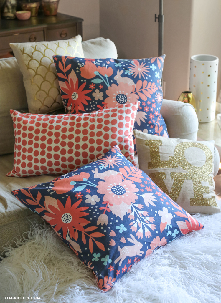 Make A Throw Pillow No Zipper : How To Sew A Zipper Pillow Video Tutorial - Lia Griffith