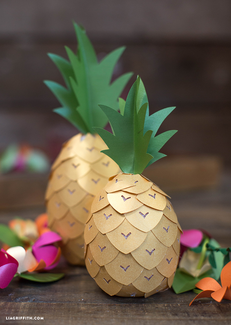 Diy pineapple party decor lia griffith for Ananas dekoration