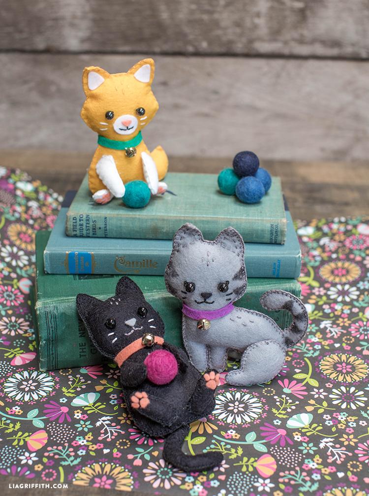 Diy felt craft kittens lia griffith for Felt cat toys diy
